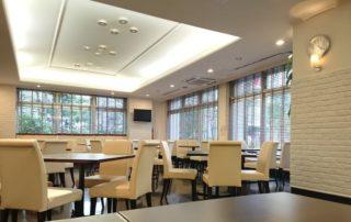 食堂は落ち着いた雰囲気のラ・メール北大阪